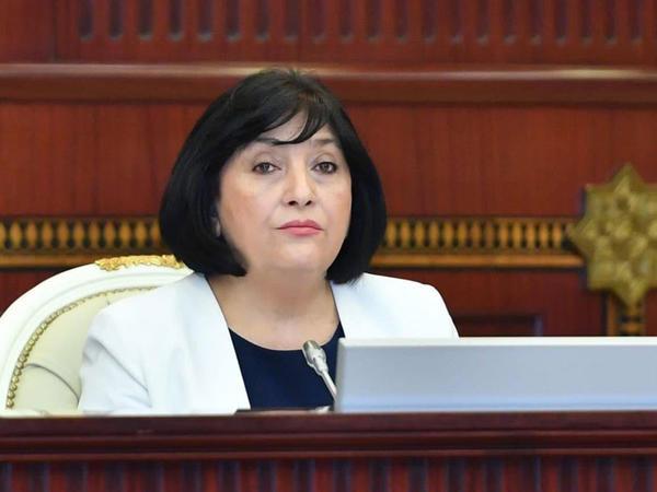 Parlament sədri həftəsonu qadağaları ilə bağlı vətəndaşlara müraciət etdi