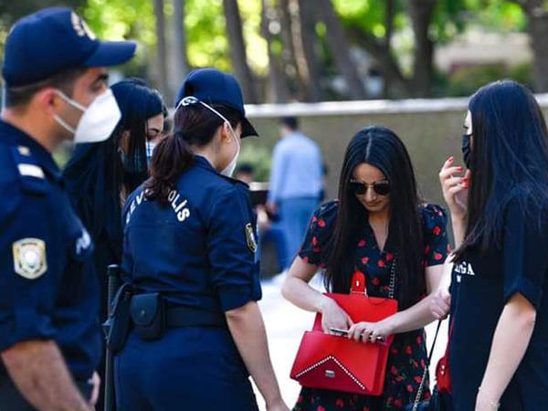 Bakı polisi paytaxtda maskadan istifadə etməyənlərlə bağlı reydlərə başladı - FOTO