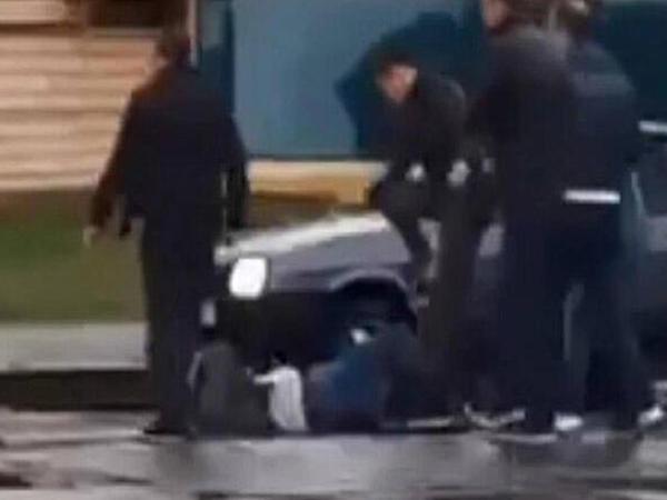 """Kiyevdə maska taxmağı tələb edən tramvayçı öldürüldü - <span class=""""color_red""""> İnanılmaz</span>"""