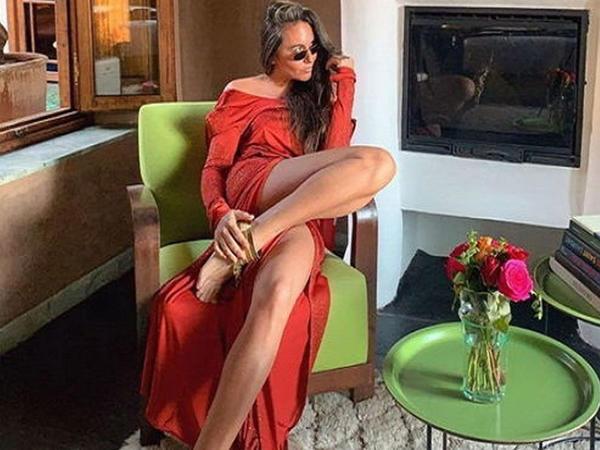 """Model bikinili FOTOlarını paylaşıb, <span class=""""color_red"""">şərhləri bağladı </span>"""