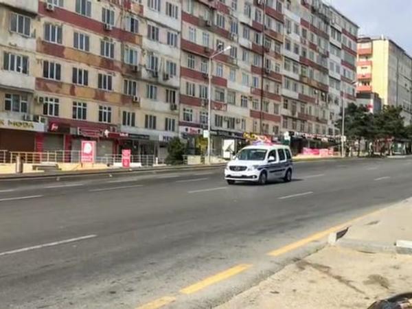 Bakı polisi küçələrdə çağırış edir... - VİDEO