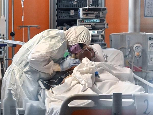 Koronovirus İsveçdə daha 77 nəfərin həyatına son qoyub