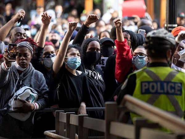 Torontoda irqçiliyə qarşı daha bir yürüş keçirilir
