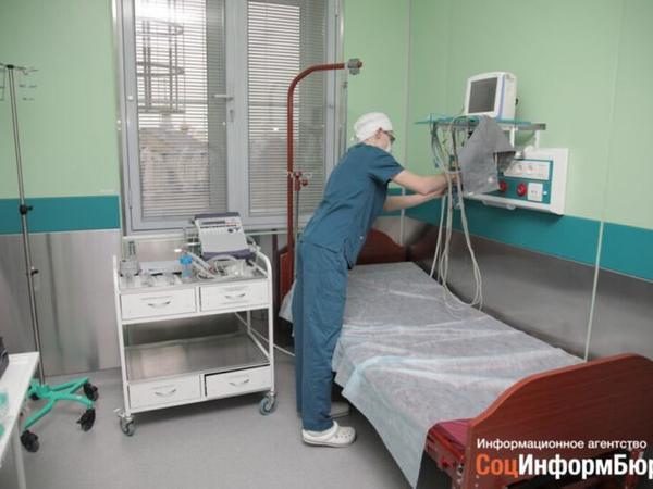 Rusiyada müalicədən imtina edən koronavirusa yoluxmuş tibb bacısı evində ölüb
