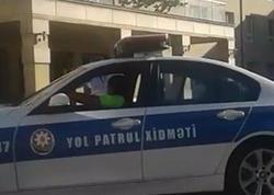 Bakıda yol polisi qolu sınan azyaşlını xəstəxanaya çatdırdı - VİDEO