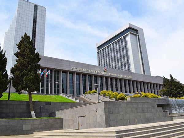 Vəng kəndinin Çinarlı adlandırılması haqqında qanun layihəsi parlamentin plenar iclasına tövsiyə edilib