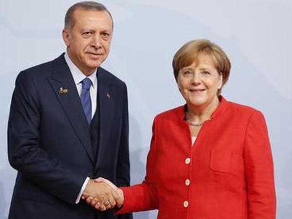 Ərdoğan və Merkel Liviya və Suriyanı müzakirə ediblər