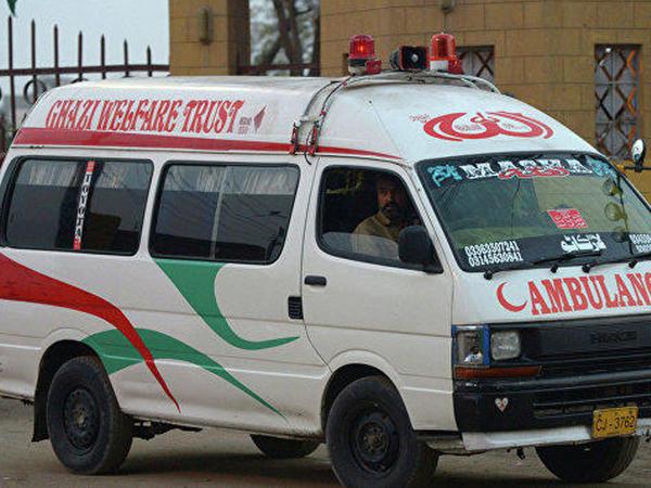 """Pakistanda qatar zəvvar avtobusu ilə toqquşub: <span class=""""color_red"""">20-yə yaxın ölü var</span>"""