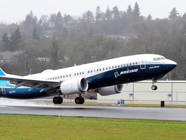 Boeing 737 MAX-ın test uçuşları başlayıb - FOTO