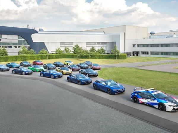 BMW son i8 modellərini unikal rənglərə boyayıb - FOTO