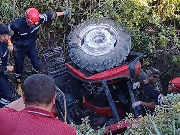 Bərdədə traktor kanala aşıb, sürücüsü ölüb - FOTO