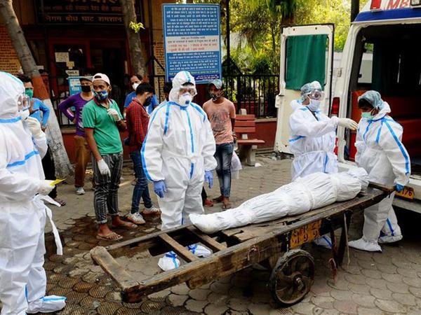 """Hindistanda koronavirusdan ölənlərin sayı <span class=""""color_red"""">20 mini keçdi</span>"""