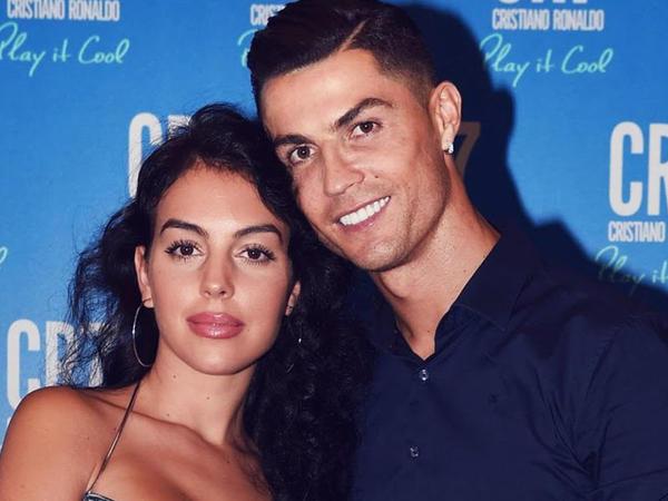 """Ronaldonun sevgilisi bədənini nümayiş etdirdi - <span class=""""color_red"""">FOTO</span>"""