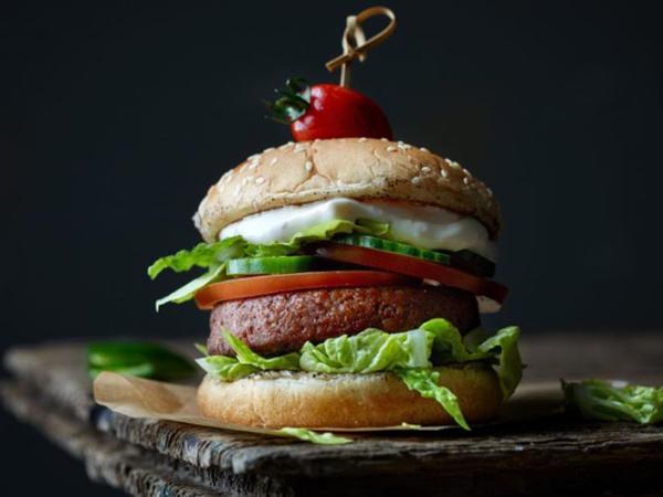 Impossible Foods: «15 ildən sonra hamı süni ət yeyəcək»