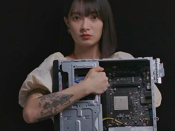 """İlk """"Huawei"""" fərdi kompüteri nümayiş olunub"""