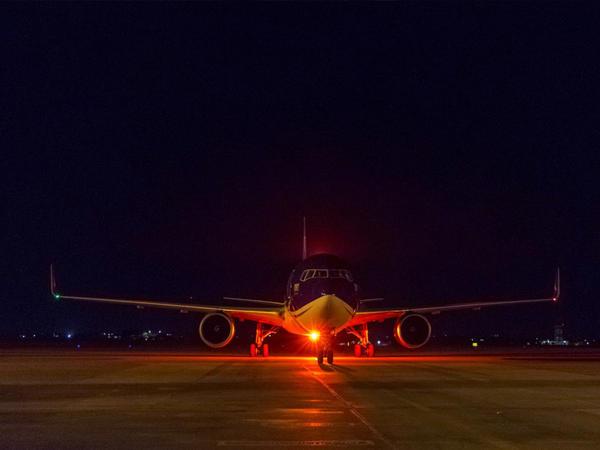 AZAL Kiyevdən çarter reysi yerinə yetirib - FOTO