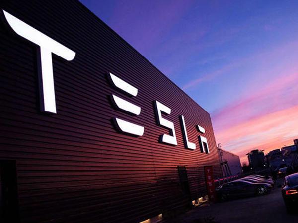 """""""Tesla""""nın bazar dəyəri 50 mlrd. dollar azalıb"""