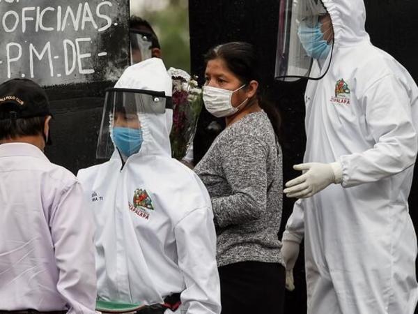 Meksikada sutkada rekord sayda koronavirusa yoluxma faktı qeydə alınıb