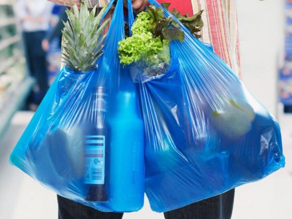 İsveçdə hər plastik torba üçün 55 qəpik vergi tutulur