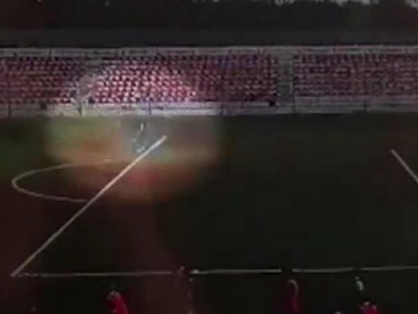 """Rusiyada stadionda qapıçını ildırım vurdu - <span class=""""color_red"""">Bu da həmin dəhşətli anlar - VİDEO</span>"""