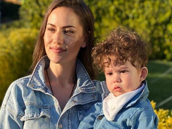 Fahriye Evcen oğlu ilə pərəstişkarlarını SEVİNDİRDİ - FOTO