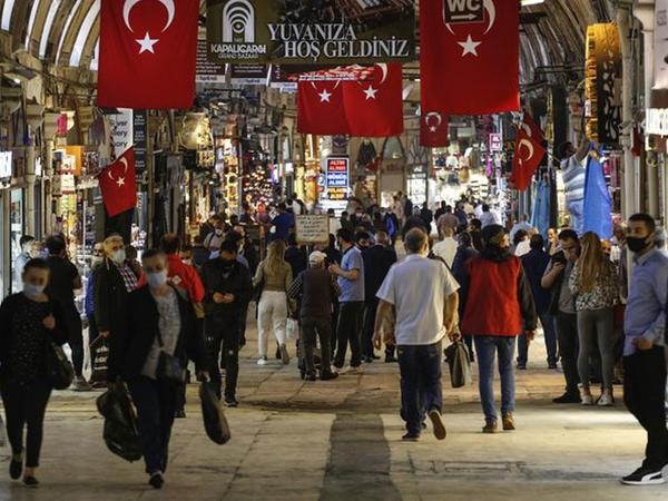 Türkiyədə ictimai məkanlarda koronavirusa görə nəzarət tədbirləri gücləndirilib