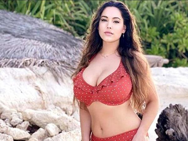 """Məşhur aparıcıdan bikini şou - <span class=""""color_red"""">FOTO</span>"""