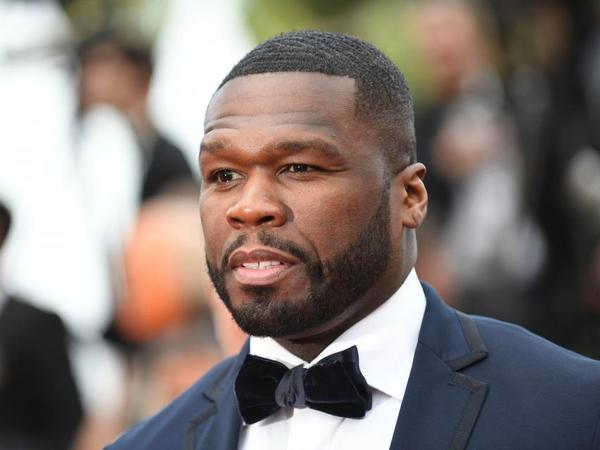 50 Cent görüntüsünü çəkən pərəstişkarına stul çırpdı
