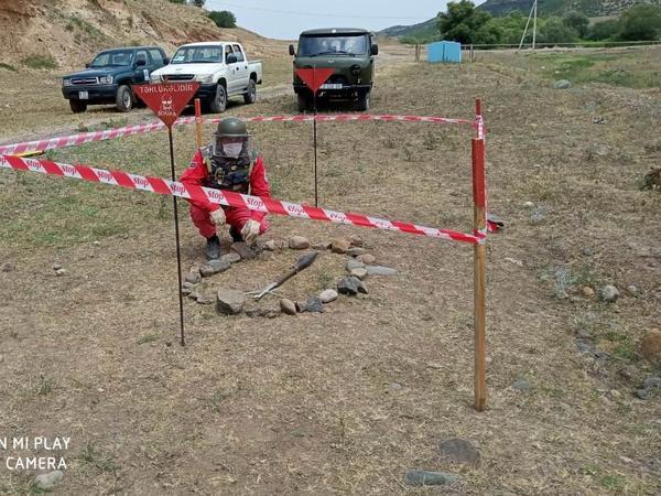 Qazaxda tank əleyhinə raket tapıldı - FOTO