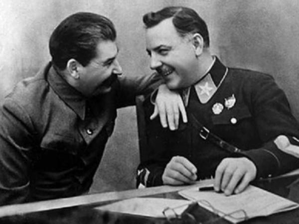 Yolu Bakıdan keçən marşal: Stalinin dostu, SSRİ-nin ən uğursuz hərbçisi və ən şanslı naziri - FOTO