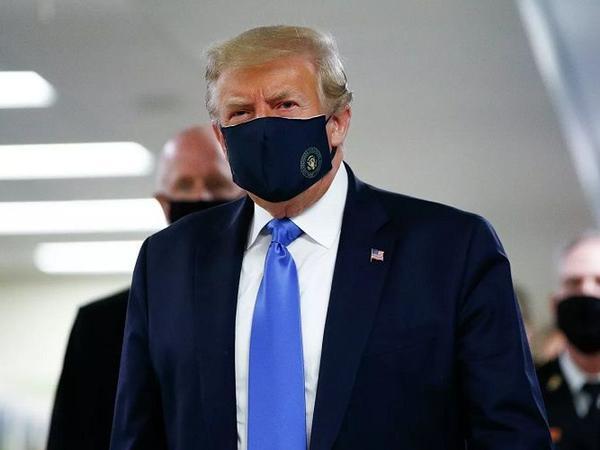 Tramp ilk dəfə maska taxdı