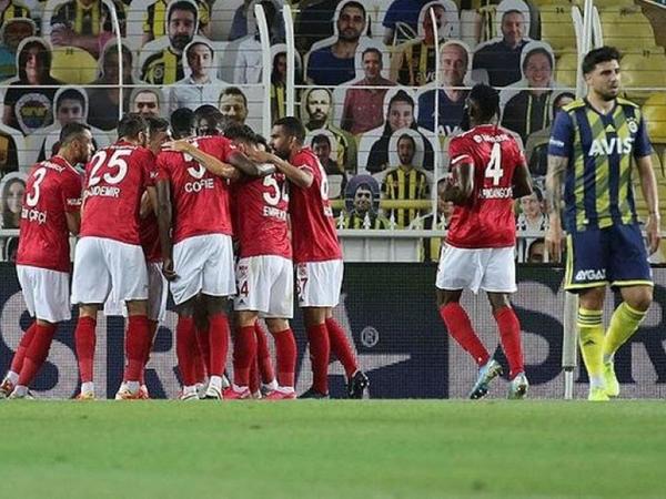 """""""Sivasspor"""" səfərdə """"Fənərbağça""""nı məğlub etdi"""