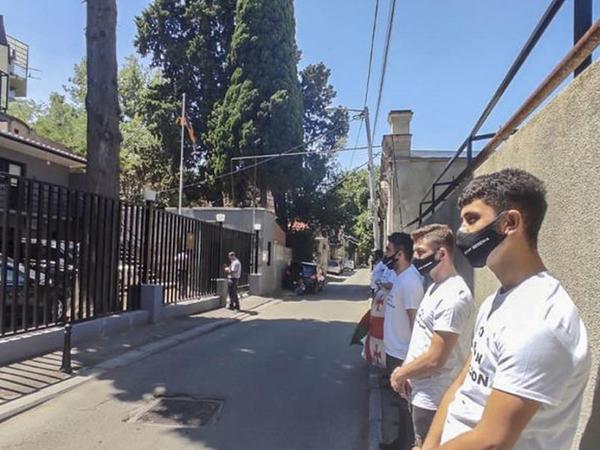 Tbilisidə Ermənistan səfirliyinin qarşısında etiraz aksiyası keçirilib - FOTO