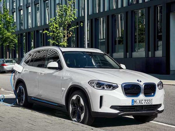 BMW iX3 rəsmi olaraq təqdim edilib - FOTO