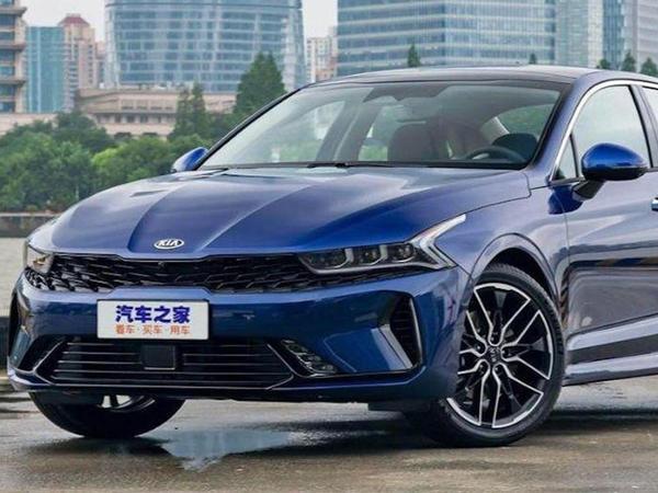 Kia Çin bazarında satılan K5 sedanını təqdim edib - FOTO