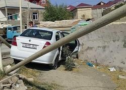 Abşeronda avtomobil qaz turbasına çırpıldı