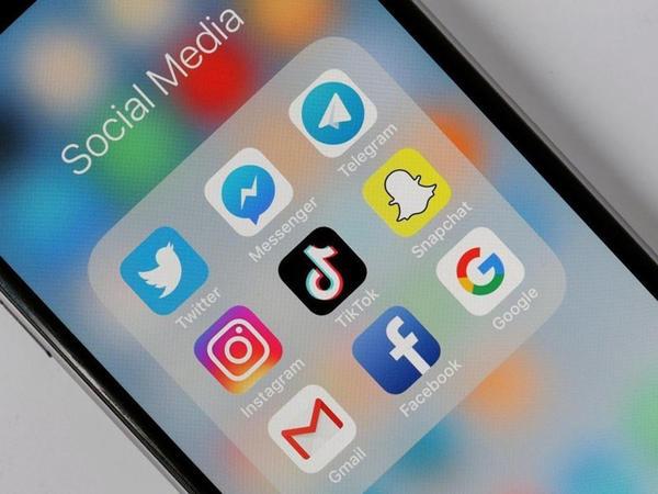 Facebook, TikTok istifadəçilərinə Reels-ə keçmək üçün pul təklif edir