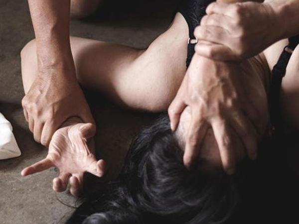 Britaniya parlamentinin deputatı cinsi təcavüz ittihamı ilə həbs olunub