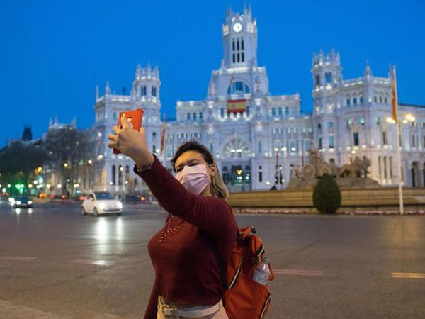 İspaniyaya turist axını 70 faizdən çox azalıb