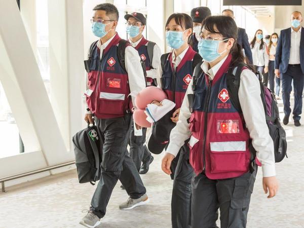 """AZAL Çinin aparıcı həkimlərini Bakıya çatdırdı - <span class=""""color_red"""">FOTO</span>"""