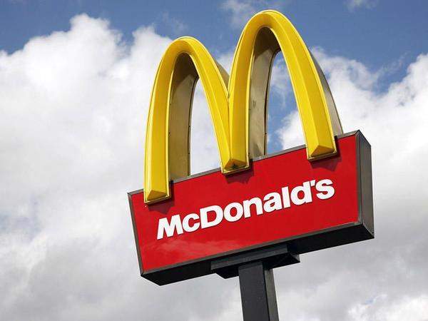"""İngiltərədə """"McDonald's"""" restoranı bağlandı - <span class=""""color_red""""> İşçilər karantinə alındı</span>"""