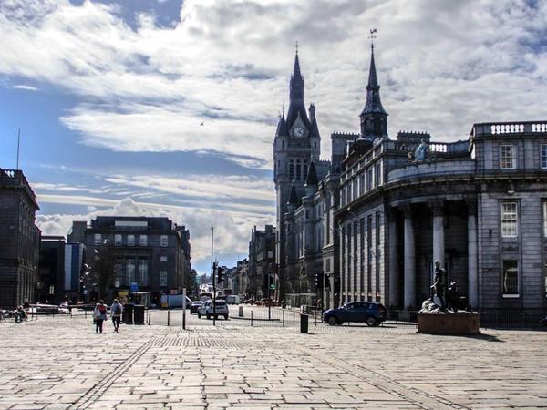 Şotlandiyanın iri şəhərində yenidən sərt karantin rejimi tətbiq edilib