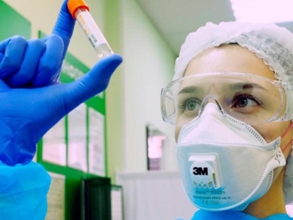Virusoloq Rusiyada koronavirusun ikinci dalğasının vaxtını açıqlayıb