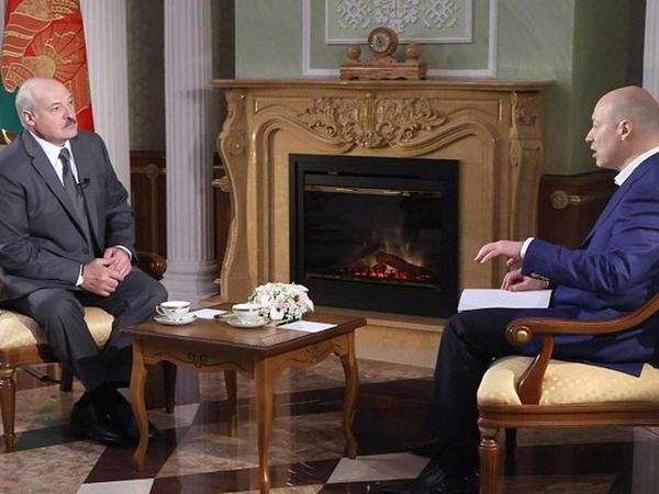 Lukaşenko Putini böyük qardaş adlandırıb
