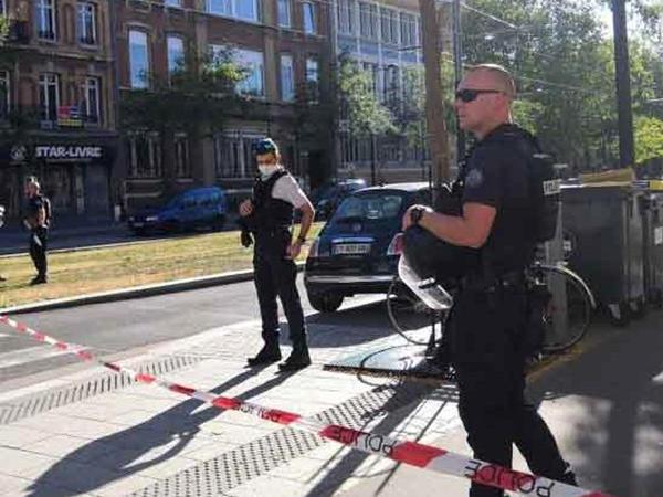 Fransada silahlı şəxs bankda bir neçə nəfəri girov götürüb