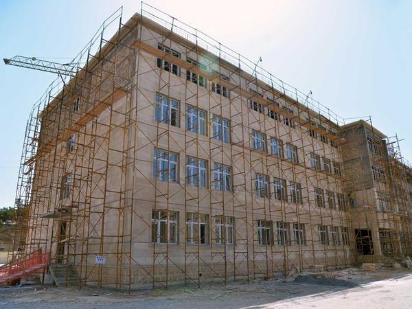 Paytaxtda yeni məktəb binaları inşa olunur - FOTO
