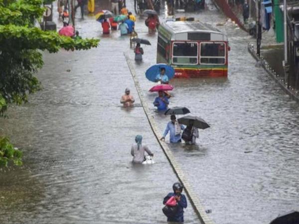 Mumbay şəhərinə bir gündə düşən yağıntı son 46 ilin rekordunu yeniləyib