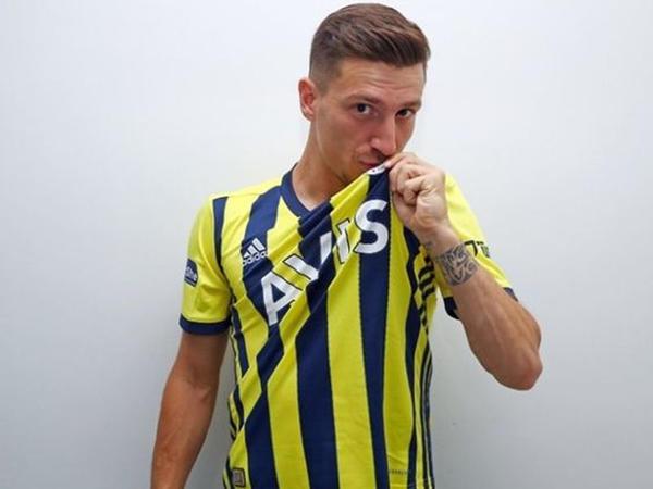 """""""Qalatasaray""""ın istədiyi futbolçu """"Fənərbağça""""da"""
