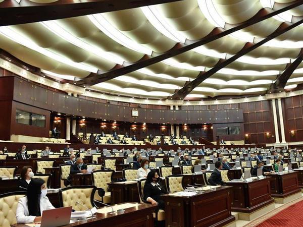 """Parlamentdə """"Ali təhsil haqqında"""" qanun layihəsi hazırlanır"""
