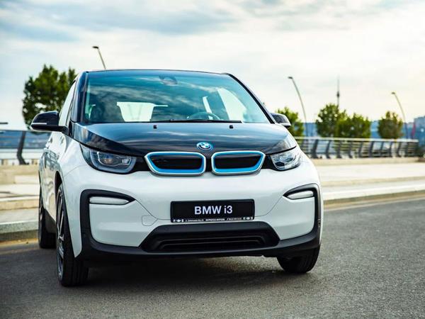 Improtex Motors şirkəti ilk dəfə BMW İ3 elektromobilini təqdim etdi
